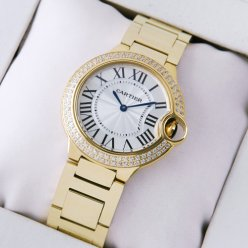 Ballon Bleu de Cartier moyen quartz suisse montre avec diamants or jaune 18 carats