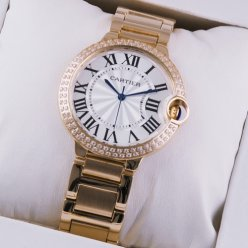 Ballon Bleu de Cartier moyen quartz suisse montre avec diamants en or rose 18 kt